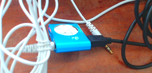 GNU Linux (Debian) cheap chinese mp3 player JIE LI CD002-1 gets registered as Audio (Output) Device instead as usb drive (usb stick mount) file access impossible